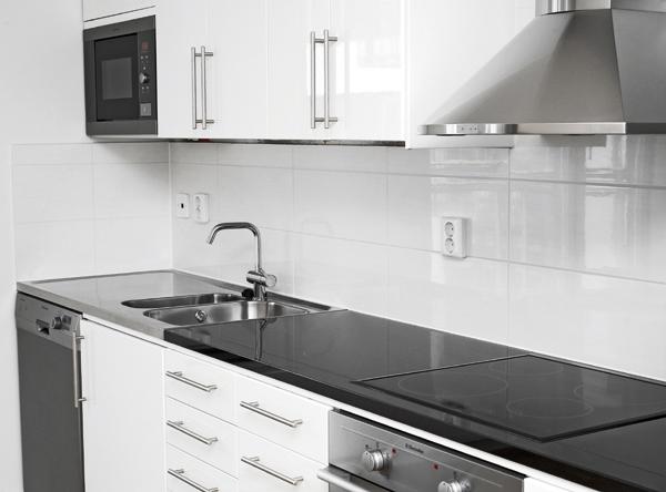 Mala Klinkergolv Kok :  med trogolv i alla rum samt helkaklade badrum med klinkergolv koken