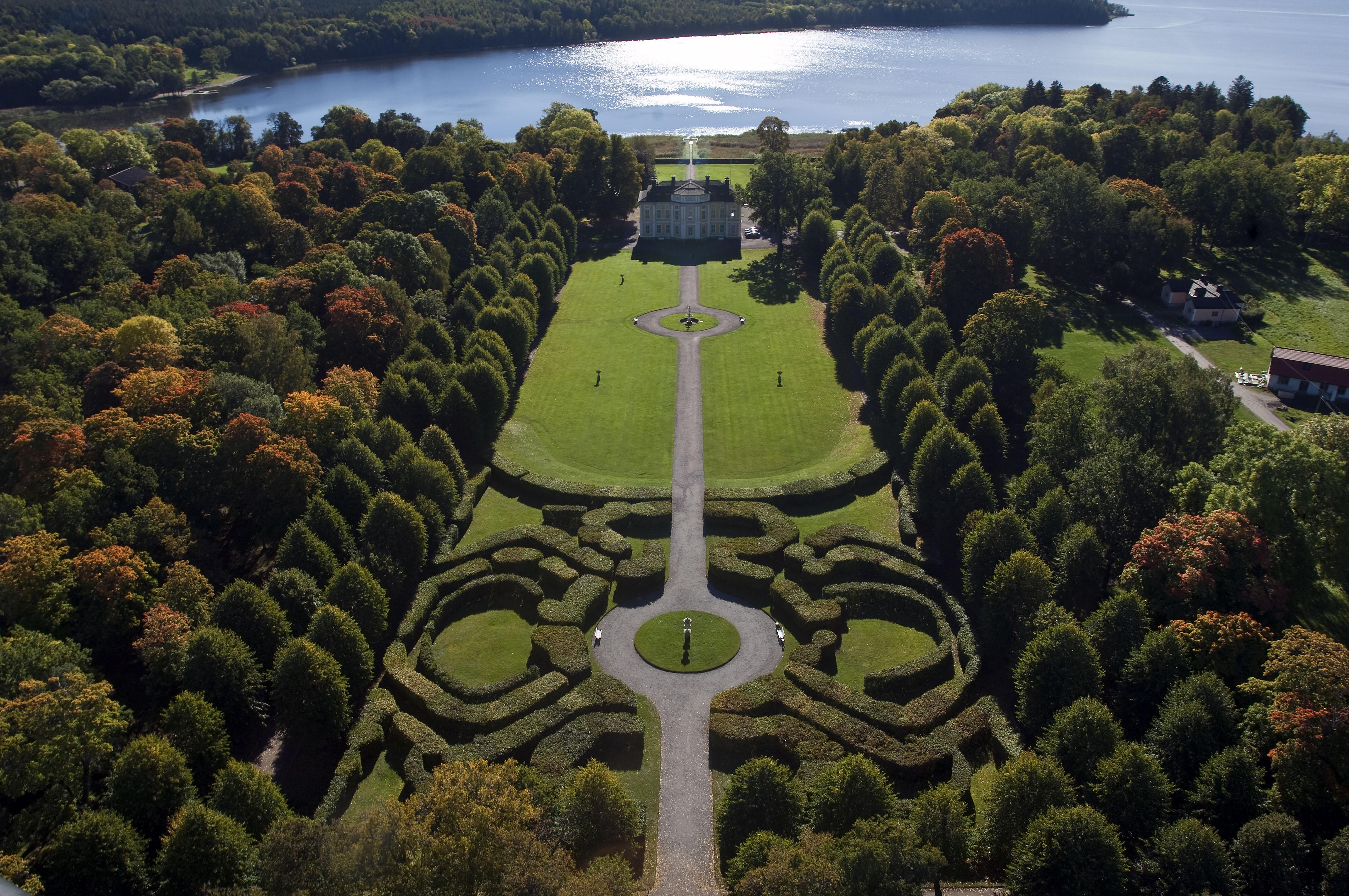 Slottet och barockparken mot Mälaren_H